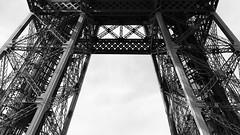 U (javitm99) Tags: architecture archi arquitectura eiffel paris france bn bw