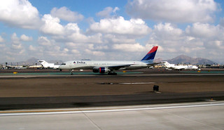 Delta Airlines B757-200 taxiing at PHX/KPHX