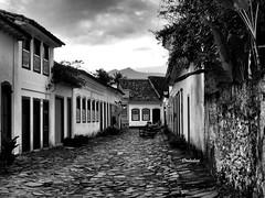 Brasil - RJ, Paraty - Rua Santa Rita! (jvaladaofilho) Tags: cenasurbanas cityscape streetview streetphotography blackwhite monochrome pretoebranco monocromatico architecture arquitetura brasil rj riodejaneiro paraty valadaoj
