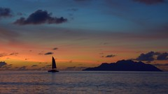 Last Trip (rosch2012) Tags: sunset ocean sea sky water ship boat sailer calm ruhig abend evening rot red daylight tageslicht sonne sun seychelles seychellen insel island wolke cloud coloured colored bunt farbig segel segelschiff boot