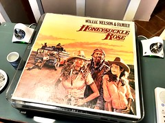 Winding down the Sunday with some good tunes for puzzlin' ~ #WillieNelson #HoneysuckleRose #puzzling #vinyl #SpinVinylSpin (Ben Moeller-Gaa) Tags: willienelson honeysucklerose puzzling vinyl spinvinylspin