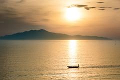 _29A1289.0618.Cửa Đại.Hội An.Quảng Nam (hoanglongphoto) Tags: asia asian vietnam landscape seasurface vietnamlandscape vietnamscenery vietnamscene sea sunrise seascene sky sun island boat water hdr canon canoneos5dsr sunriseonthesea quảngnam hộian cửađại hoianlandscape phongcảnhhộian phongcảnhbiển bìnhminh bìnhminhtrênbiển bầutrời nước mặtbiển mặttrời thuyền đảo cùlaochàm đảocùlaochàm canonef70200mmf28lisiiusm waterscape
