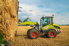 Square Bales | CLAAS TORION 535 (martin_king.photo) Tags: harvest harvest2018 ernte 2018harvestseason summerwork powerfull martin king photo machines strong agricultural greatday great czechrepublic welovefarming agriculturalmachinery farm workday working modernagriculture landwirtschaft martinkingphoto moisson machine machinery field huge big sky agriculture tschechische republik power dynastyphotography lukaskralphotocz day fans work place clouds blue yellow gold golden eos country lens rural camera outdoors outdoor claasteam team posing allclaaseverything bales squarebales summer claastorion torion535 claastorion535 new neu