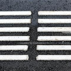 Fokus (Rosmarie Voegtli) Tags: square iphone aspettare attendre warten bahnhof signal streifen pavement boden stripes waiting station signs