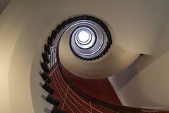 Schnecke (Frank Guschmann) Tags: treppe treppenhaus staircase stairwell escaliers stairs stufen steps aechitektur frankguschmann nikon d500
