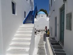 (Joan Pau Inarejos) Tags: grecia garmor despedida miconos mykonos junio vacaciones viaje escalera cúpula blanca azul blanco white blue
