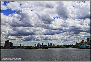 LAS NUBES SÓLO DURAN UN MOMENTO. THE CLOUDS ONLY LAST FOR A MOMENT. NEW YORK CITY.