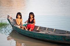 Cambodia (ubuc) Tags: portrait people girls water lake boat reflection travel ubuc nikkor70200mm nikond700 tonlesap phumipuokchas siemreap cambodia