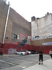 I Love NY or I Heart NY Graffiti Mural Art 2018 NYC 5322 (Brechtbug) Tags: i love ny street art graffiti by nick walker midtown west side manhattan broadway 2018 nyc july 07152018 new york city parking lot heart painting wall man back view derby hat striped suit balancing one foot artist ukbased called vandal 17th 6th ave avenue st