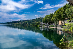 Riflessi tra cielo e lago (M-Gianca) Tags: lago lake acqua water sony a6500 zeiss riflessi