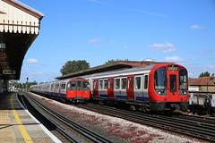 Underground (Maurits van den Toorn) Tags: trein train undeground metro subway tfl piccadillyline districtline london londen station commuter