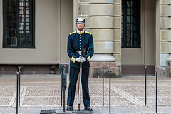 Guarding the Palace (PhredKH) Tags: canonphotography cityofstockholm cityview fredkh guardduty iconic iconicbuilding photosbyphredkh phredkh soldier splendid stockholm streetphotography streetsofstockholm sweden travelphotography traveltostockholm uniform candid people peoplewatching streetscene