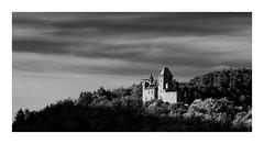 Burg Berwartstein (Knipsbildchenknipser) Tags: burg berwartstein pfalz pfälzerwald landschaft landscape wald castel sw schwarzweiss monochrome blackandwhite blackwhite bw burgberwartstein