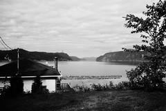 J'aimerai avoir cette vue tous les matins... (woltarise) Tags: ansederoche fjord parcmarin vue rivièresaguenay côtenord québec argentique film ilford panf50 télémétrique m6 leica billots bois rangée