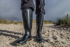 Nora Anton Gummistiefel am Strand (Anton Stiefel) Tags: rubber boots rubberboots wellies black shiny unlined schwarz glänzend gummi stiefel gummistiefel nora anton strand beach