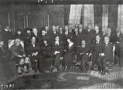 Early 1920's Countess Markizvicz [sic], Douglas Hyde (Back Row), Harry Boland? (Front Row) (National Library of Ireland on The Commons) Tags: republicanphotographcollection nationallibraryofireland ireland countessmarkizvicz douglashyde harryboland formal countessmarkievicz congrèsirlandais hôteldorsay hôtelcontinental irishrace conference congress worldcongressoftheirishrace irishracecongress irishraceconference outforeign paris france ruederavioli 1starrondissement 71481