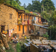 Gorkha Town (Tom Neumann) Tags: a6000 16mm sony colores pueblo gente niños cultura nepal gorkha arboles suburbios slum trees culture travel viaje mundo world children people town colours
