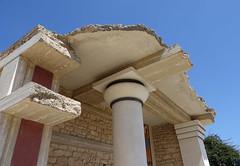 Making the old new (eric zijn fotoos) Tags: architecture architectuur sky lucht pillar pillars pilaar pilaren knossos castle rune ruine kasteel paleis palace