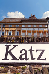Katz (pni) Tags: sign text letter building window fence rail sky cloud burg katz castle neukatzenelnbogen katzenelnbogen stgoarshausen ger18 germany deutschland pekkanikrus skrubu pni