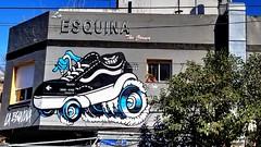 Suooooshhhhh (Raúl Alejandro Rodríguez) Tags: calle street gorriti esquina corner árbol tree mural zapatilla con ruedas wheeled sneakers buenos aires argentina
