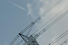 Overheads (tonysummers1) Tags: uxbridge 400kv supergrid vapourtrail aircraft electricity tower pylon