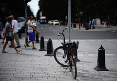 Bokeh@Kö, Düsseldorf 2018 Summer (Amselchen) Tags: pedestrians bicycle bokeh blur dof depthoffield city street streetphotography sony sigmamc11 a7rii canon sonyilce7rm2 ef50mmf14usm