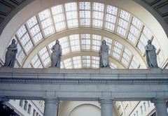 Washington DC ~ Union Station ~ Interior (Onasill ~ Bill Badzo) Tags: washington dc arlington union station interior statue nrhp register old 35mm unionstation architecture beaux arts classical st gaudens amtrak marc metro historic vre onasill attraction site commuter scan rrd trains arch skylight vault