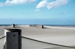 Piège (Atreides59) Tags: plage beach sable sand mer sea eau water bleu blue ciel sky nuages clouds pentax k30 k 30 nord pentaxart atreides atreides59 cedriclafrance