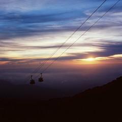 。 (Ifitis) Tags: gentinghighland malaysia pentaconsixtl carlzeissbiometar80mmf28zebra cablecar sunset