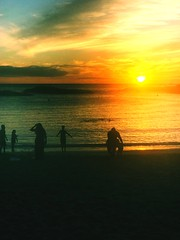Touchdown (iphonephotonells) Tags: sand ovean sky silhouettes spectators sunset iapaward