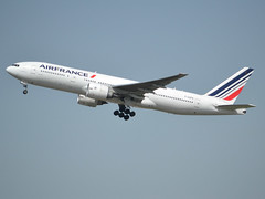 F-GSPX, Boeing 777-228(ER), 32698-392, Air France, CDG/LFPG 2018-04-22, off runway 27L. (alaindurandpatrick) Tags: fgspx 32698392 777 777200 772 boeing boeing777 boeing777200 jetliners airliners af afr airfrans airfrance airlines cdg lfpg parisroissycdg airports aviationphotography