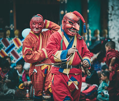 Bhutan: Atsara. (icarium.imagery) Tags: bhutan canoneos5dmarkiv buddhist captureone dance festival gasatshechu gasafestival gasavalley localpeople mahayanabuddhism maskdance masked naturallight spectators sigma100400mmf563dgoshsm sigma traditional traditionalclothing traditionaldress tshechu vibrant