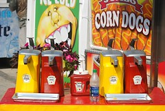 Ketchup & Mustard, Wisconsin State Fair 2018 (Cragin Spring) Tags: 2018 wisconsin wi midwest unitedstates usa unitedstatesofamerica westallis westalliswi westalliswisconsin wisconsinstatefair statefair fair summer wisconsinstatefair2018 corndogs yellow red condiments ketchup mustard