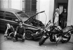 El Michubichi (Sebastian Merkl) Tags: ccs venezuela ilford film rollo retrato carro choque accidente mitsubishi crash portrait 400asa canon ftb blancoynegro