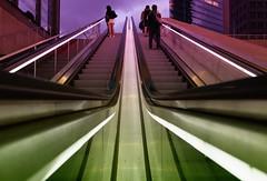 pink/green (Pascal Volk) Tags: berlin mitte potsdamerplatz berlinmitte bahnhof railwaystation rolltreppe fahrtreppe escalator escaleramecánica wideangle weitwinkel granangular superwideangle superweitwinkel ultrawideangle ultraweitwinkel ww wa sww swa uww uwa 15mm canonpowershotg1xmarkiii sommer summer verano dxophotolab dxocolorefexpro nikcollection