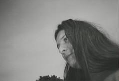 014.jpg (Tai Moura) Tags: film filme konica vx400 preto branco black white expired vencido olympustrip100r lomo lomography lomografia