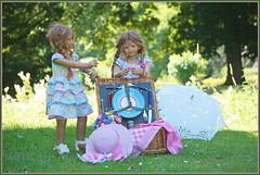 Tivi und Anne-Moni ... wir warten noch auf die Gäste ... (Kindergartenkinder 2018) Tags: burg hülshoff kindergartenkinder annette himstedt dolls tivi annemoni milina sanrike sommer