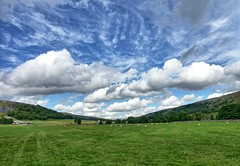 walking to Arncliffe (nerd.bird) Tags: yorkshire dales landscape clouds field