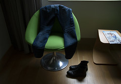 Gand/Gent 2018 (Mafesse) Tags: jeans pants hotel boots clothes chair undressing dressing