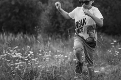 Kindheit (NEVEZ P★) Tags: nevezphotography 50mm canon model dof berlin germany fineart art childhood bokeh light contrast eos nature summer people blackandwhite bnw black white cool focus sneaker flower field grass flowers snapshot momentaufnahme documentary sommer kindheit breakdance shirt sunglasses rayban