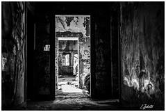 (L.Z photo) Tags: urban explore découverte blackandwhite noiretblanc perspective abandonné urbexfrance urbex