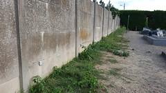 Pied de mur au cimetière de Verberie
