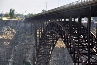 Base Jumping the Perrine Bridge 1