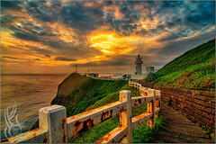 鼻頭角燈塔.日出雲彩[Nose Point Lighthouse. Sunrise clouds] (falconkimo) Tags: 鼻頭角燈塔.日出雲彩nose point lighthouse sunrise clouds