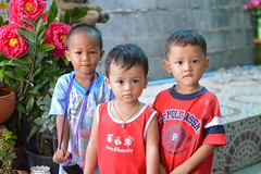 boys (the foreign photographer - ฝรั่งถ่) Tags: three boys children littlekhlong thanon portraits bangkhen bangkk thailand nikon