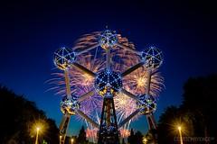 Laeken fireworks festival 2018 (Cédric Mayence Photography) Tags: laeken bruxelles brussels bxl atomium fireworks feuxdartifice bluehour heurebleue brusselsexpo expo58 belgique belgium festival laekenfireworksfestival2018 longexposure poselongue boule artificier