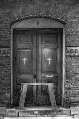 Burlington, Iowa August 11,2018 (Doug Lambert) Tags: blackandwhite worn doors exterior church historic old cross building structure midwest burlington iowa canon7dmarkii canon1855 doorway