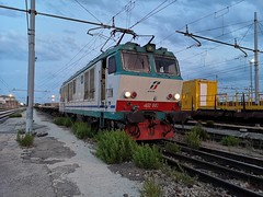 E652 002 TIGRE 🐯 preserie (luciano.deruvo) Tags: tigre 🐯 e652002 652preserie trenocontainer trenomerci locomotivaelettrica mercitaliarail mir fs ferroviedellostato barilamasinata binari rotaie scalomerci