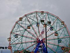 Wonder Wheel (Henrico Prins) Tags: newyork usa unitedstates ferriswheel coneyisland lunapark amusementpark attraction gull seagull