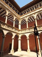 Colegio de San Jaime y San Matías - Patio (albTotxo) Tags: tortosa tarragona cataluña españa